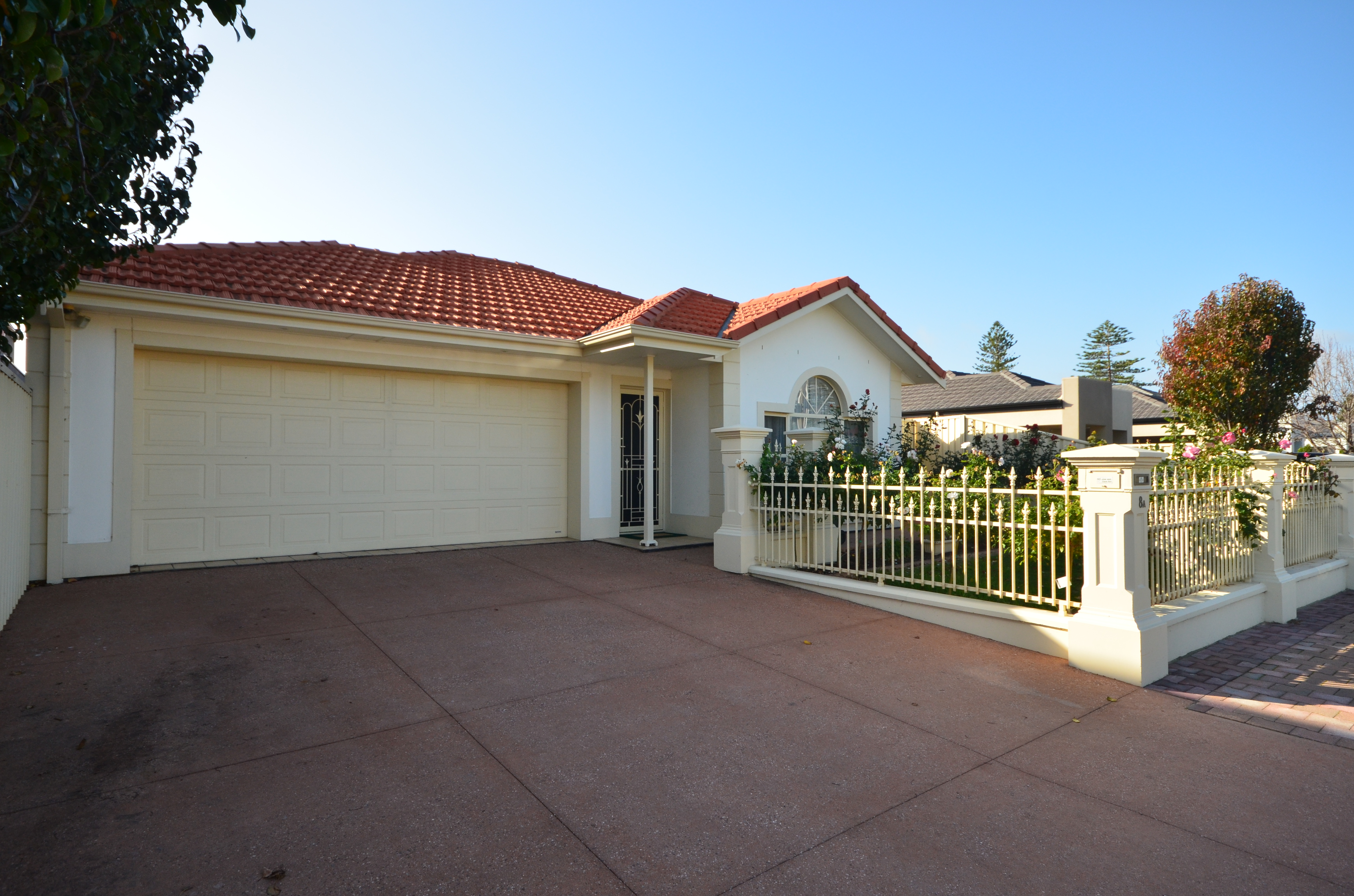 8A Rothesay Avenue, Glenelg North