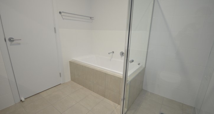 main bath 2 (Small)